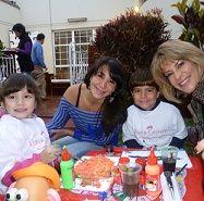 Danuska Zapata y Paula Marijuán alistan regalos por el Día del Padre con sus hijos