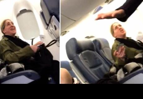 Mujer fue expulsada de un vuelo, tras negarse en sentarse al lado de un bebé e insultar a la madre