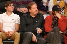 Zac Efron y Ashton Kutcher se reunieron para un juego de los Lakers