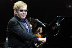 Exigen cancelar concierto de Elton John en Malasia por su homosexualidad