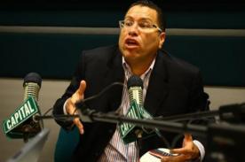 Phillip Butters: Si le ganamos a Uruguay, lavo el carro de Markarián