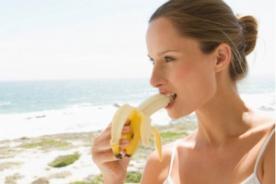 Plátano: La fruta que ayuda a combatir la piel de naranja