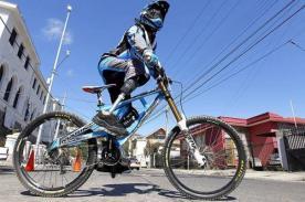 Video: Adolfo Almarza es primer ciclista del mundo que carece de piernas