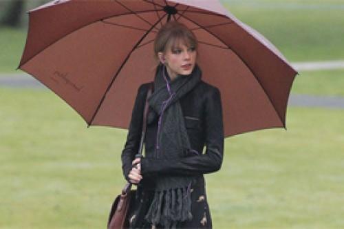 Taylor Swift visitó la fuente memorial de la Princesa Diana