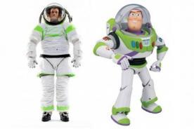 NASA presenta trajes espaciales inspirados en Buzz Lightyear