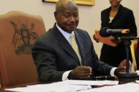 El presidente de Uganda firma ley contra homosexuales