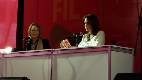 Gisela Valcárcel presentó su libro en la FIL Lima