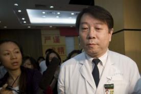 Insólito: Hombre va al médico por dolor estomacal y descubre que es mujer