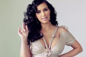 ¡Kim Kardashian se realiza test de embarazo en avión!