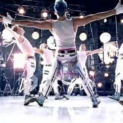 Britney Spears revela clip 11 de Hold It Against Me