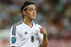 Euro 2012: DT de Alemania espera que Mesut Ozil se destape ante Grecia