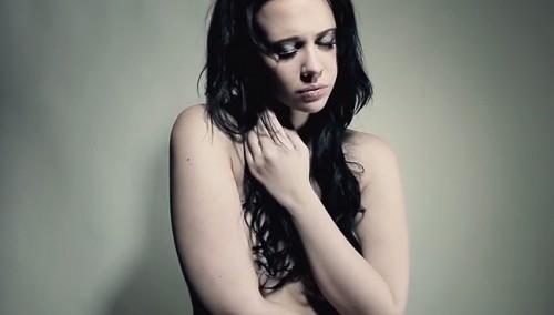 Lucía Oxenford se luce en topless tras sufrir de violencia sexual [Video]
