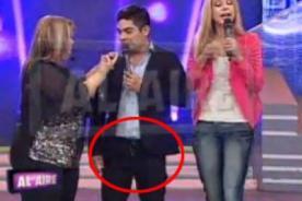Erick Elera sufre tremendo descuido con su pantalón en vivo