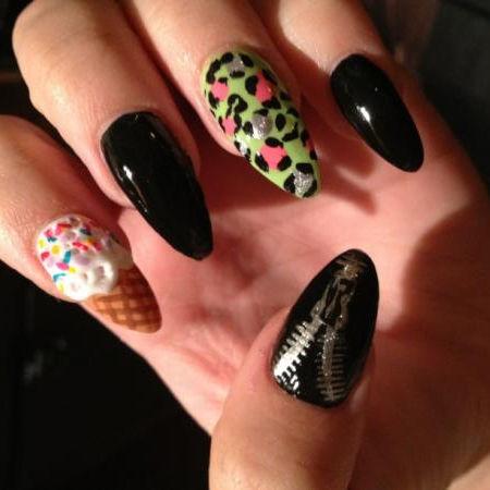 Demi Lovato causa revuelo entre sus fans con curioso y extravagante manicure