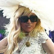 Vestido vanguardista de Lady Gaga será subastado por 20 mil dólares