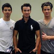 Jonas Brothers: ¿Deberían Nick, Kevin y Joe posar con el torso desnudo?
