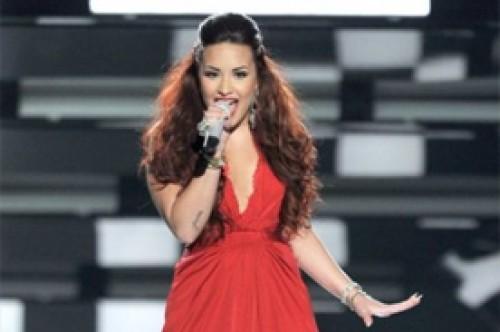 Demi Lovato explica por qué se tiñó el cabello de color rojo