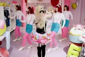 Hello Kitty,tema por el que calificaron de racista a Avril Lavigne - VIDEO