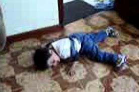 Niño de 6 años arma terrible berrinche porque no puede casarse [VIDEO]