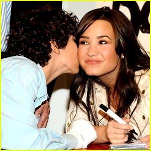 Demi Lovato celebró su cumpleaños por adelantado en FOX & Friends
