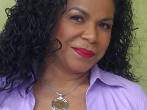 Eva Ayllón confiesa que sería maravilloso cantar con Lucía de la Cruz