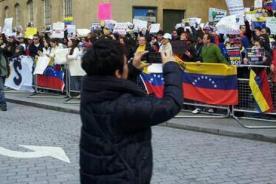 #SOSVenezuela: Así apoyan la protesta mundial por Venezuela - FOTOS