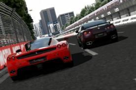 Gamer y corredor de autos muestran sus habilidades en una carrera [Video]