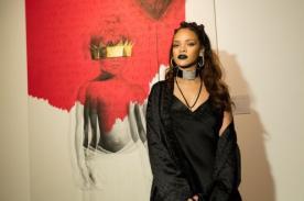 ¡Rihanna se olvidó letra de su canción 'Work'! [VÍDEO]