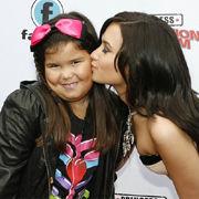 Madison De La Garza planea un regalo para Demi Lovato con ayuda de sus fans