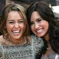 Miley Cyrus vs Demi Lovato: ¿Quién tiene los mejores disfraces para Halloween?