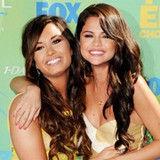 Selena Gomez revela que Demi Lovato la ayudó a superar el bullying del cual fue víctima
