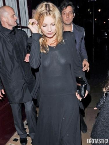 Fotos: Kate Moss enseñó de más en vestido con transparencia