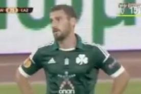 Video: Jugador del Panathinaikos comete autogol tras escandaloso blooper