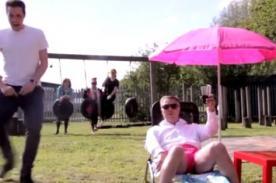YouTube: Profesor bailó el Gangnam Style tras perder apuesta