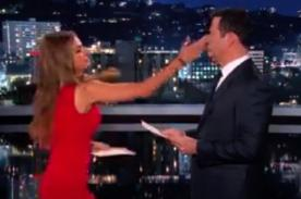 Sofía Vergara abofetea a Jimmy Kimmel tras ofenderla - Video
