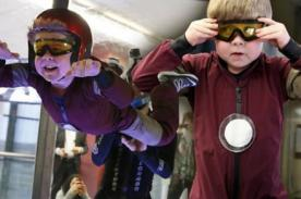 Niño con distrofia muscular cumple sueño: Volar como Iron Man - VIDEO