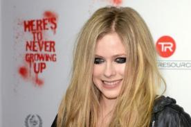 Avril Lavigne cobra 400 dólares por foto y no deja que la abracen