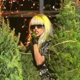 Lady Gaga deleitó con versión de clásico navideño en el Jingle Ball 2011 (video)