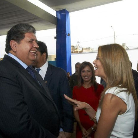 Alan García vuelve a lucir su lado galante con Maritere Braschi