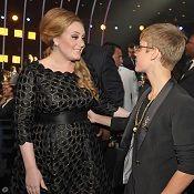 Adele señala que Justin Bieber está bien para las adolescentes
