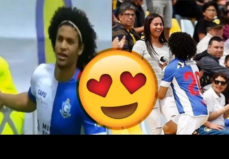 Futbolista le pide matrimonio a su novia en la tribuna pero la reacción del arbitro le apagó el bello momento