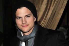 Ashton Kutcher se mantiene enfocado en su trabajo