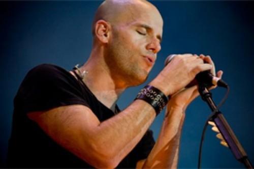 Gianmarco tampoco se salva: Anonymous hackeó al cantante
