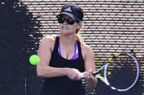 Reese Witherspoon no teme jugar tenis con su embarazo (Fotos)