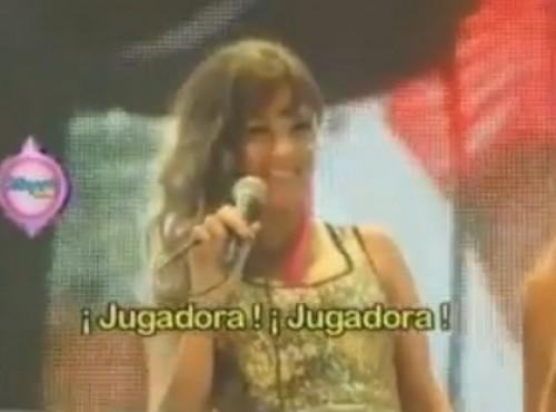 Video: Le gritan 'jugadora' a Tilsa Lozano en pleno evento