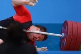Londres 2012: Alemán recibe 200 kilos en el cuello - Video