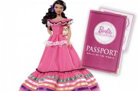 Nueva Barbie mexicana desata polémica por portar pasaporte