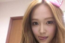 SNSD: Jessica se luce atrevida y posa al estilo de Hello Kitty