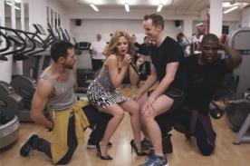 Kyle Minogue le cantó a sorprendido fan en un gimnasio - VIDEO