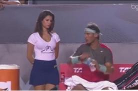 VIDEO: Rafael Nadal no dejó de mirar a bella recogebolas - Open de Río 2014